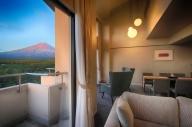 ホテルレジーナ河口湖 「グランコンフォート・クワッドルーム」 1泊2食付き 2名様宿泊券