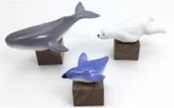 A11-10 有田焼 海の生き物(1) シロクマ・クジラ・ペンギン 木台付 マルコウ陶苑