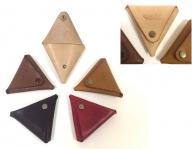 レザー三角コインケース(黒・茶・ナチュラル・赤・キャメル)(75×75×10mm)