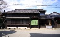 佐渡の築100年古民家宿 カラふるカネモ